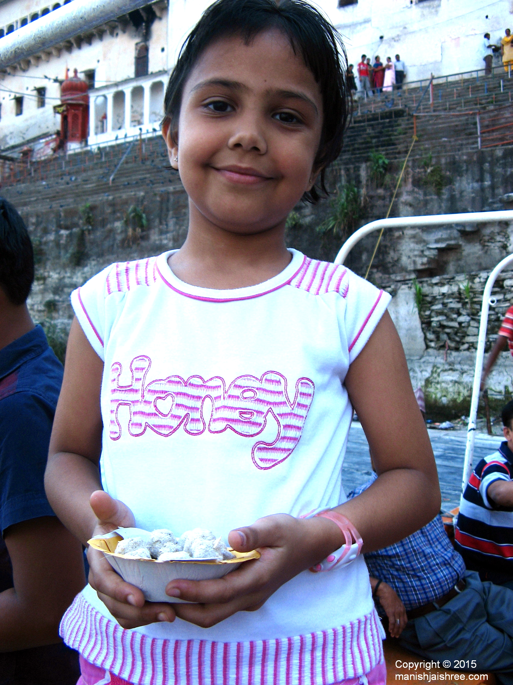 My niece with fish-fodder in her hand at Rajasamand Lake